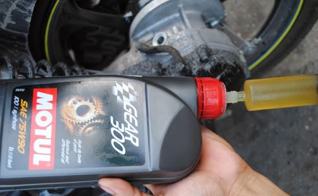 Thay nhớt motul cho xe nouvo sx 125cc - 6