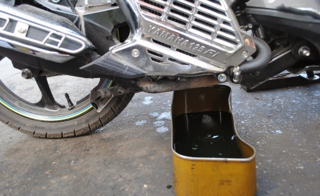 Thay nhớt motul cho xe nouvo sx 125cc - 2