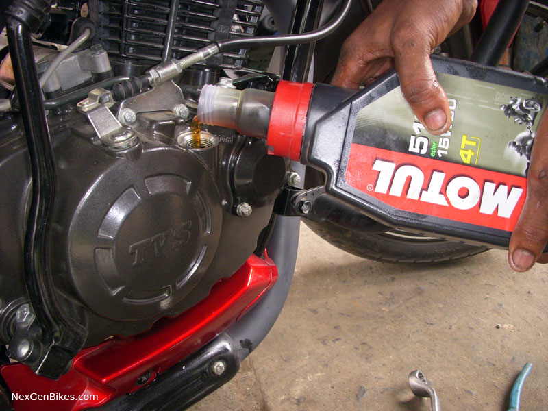 Chọn đúng nhớt giúp tiết kiệm xăng, bạn có biết?