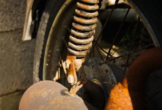 Mẹo tẩy rửa vết rỉ sét trên xe máy hiệu quả